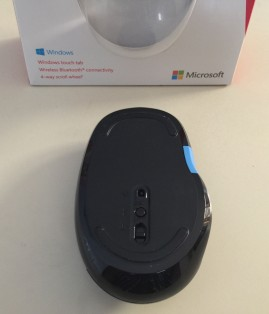 Microsoft Sculpt Comfort Bluetooth Mouse Unboxing 4